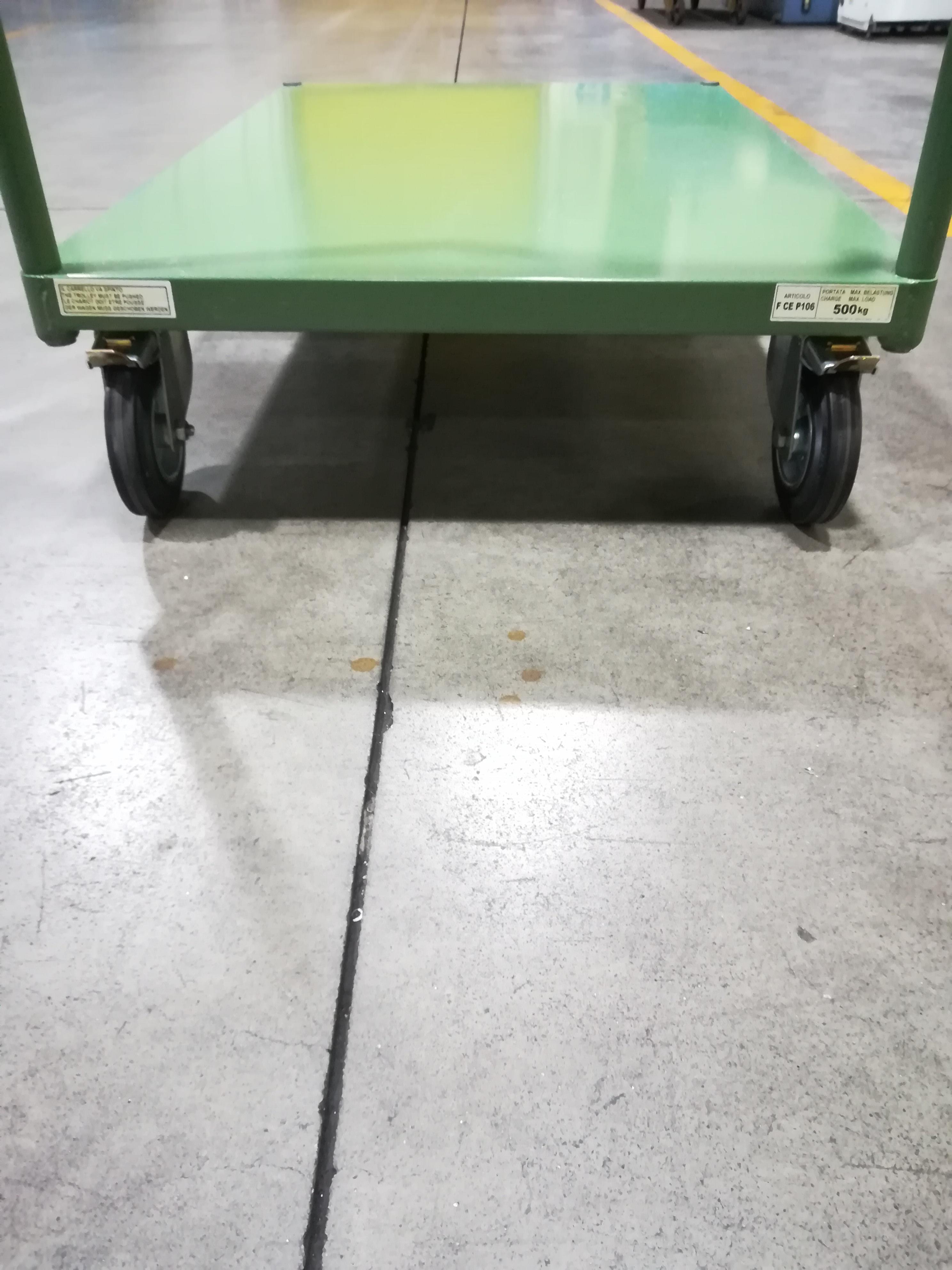 Carrelli su ruote robusti come nuovi in vendita - foto 2