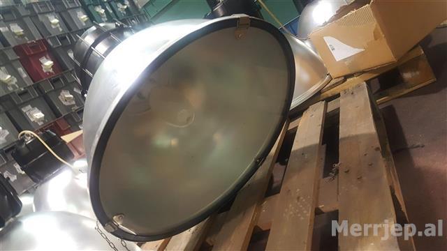 Lampioni illuminazione con lampade al quarzo 250W in vendita - foto 3