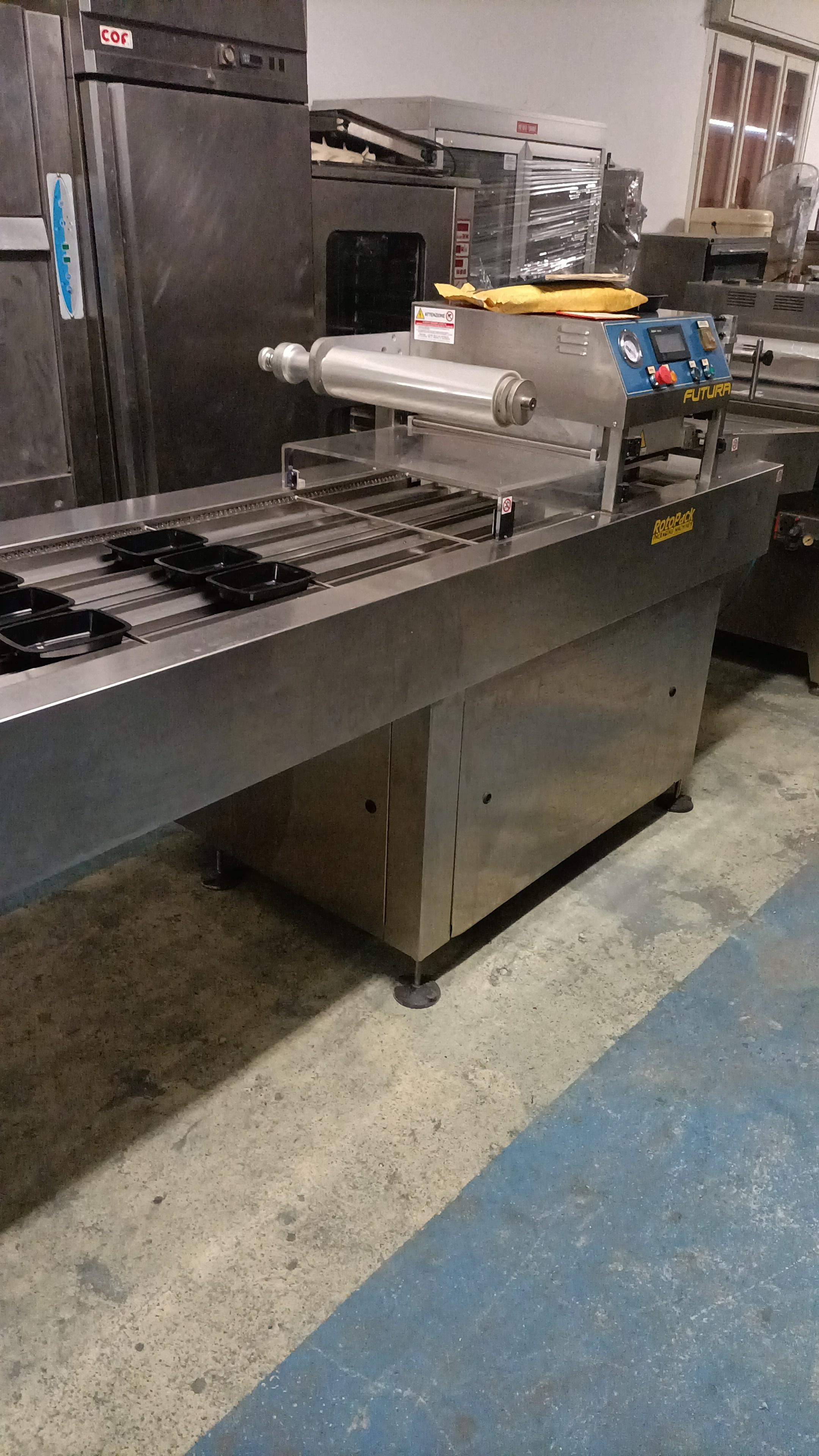 Termo sigillatrice automatica per  vaschette in vendita - foto 1