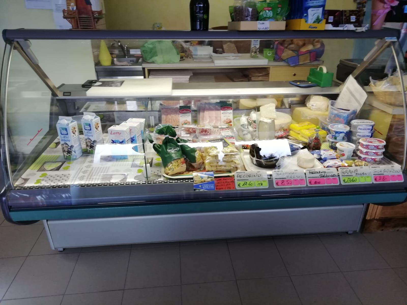 Attrezzature supermercato in vendita