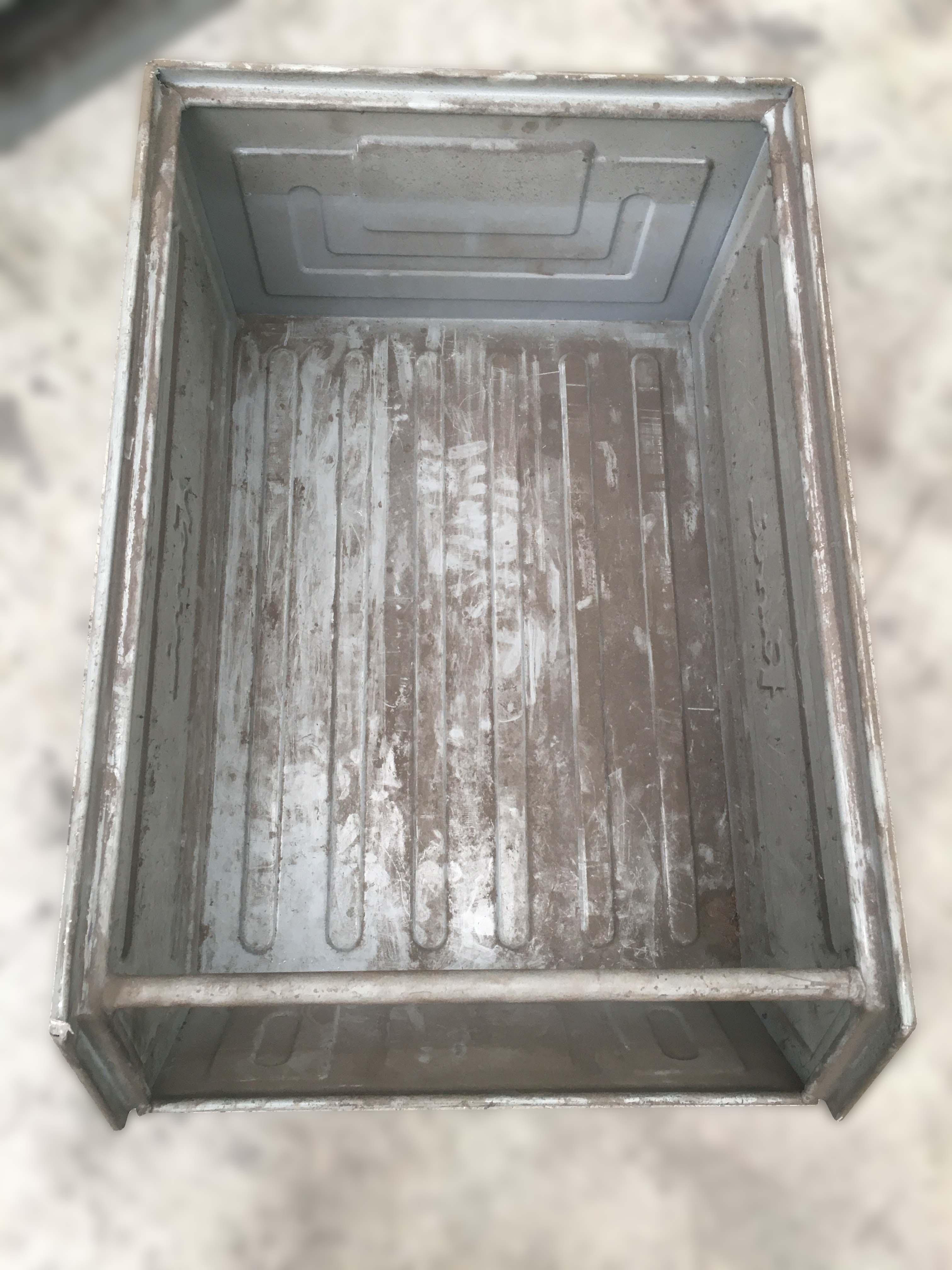 Cassette o contenitori a bocca di lupo con slitta Fami  in vendita - foto 9