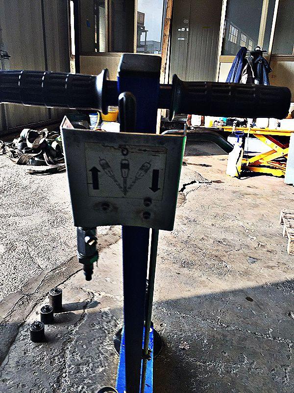 Martinetto idraulico con carrello e timone in vendita - foto 4