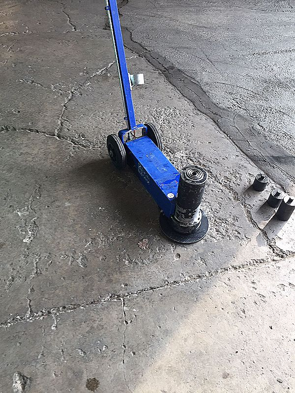 Martinetto idraulico con carrello e timone in vendita - foto 5
