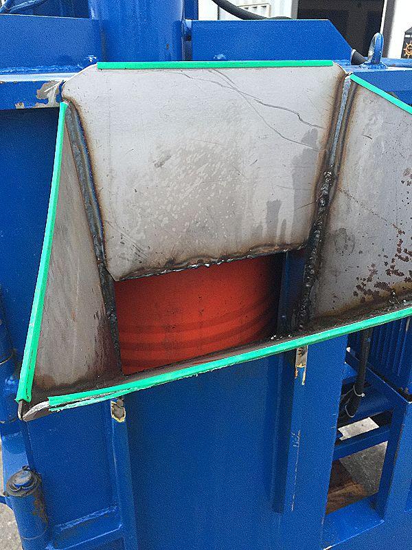 Pressa per schiacciare bidoni in ferro in vendita - foto 7