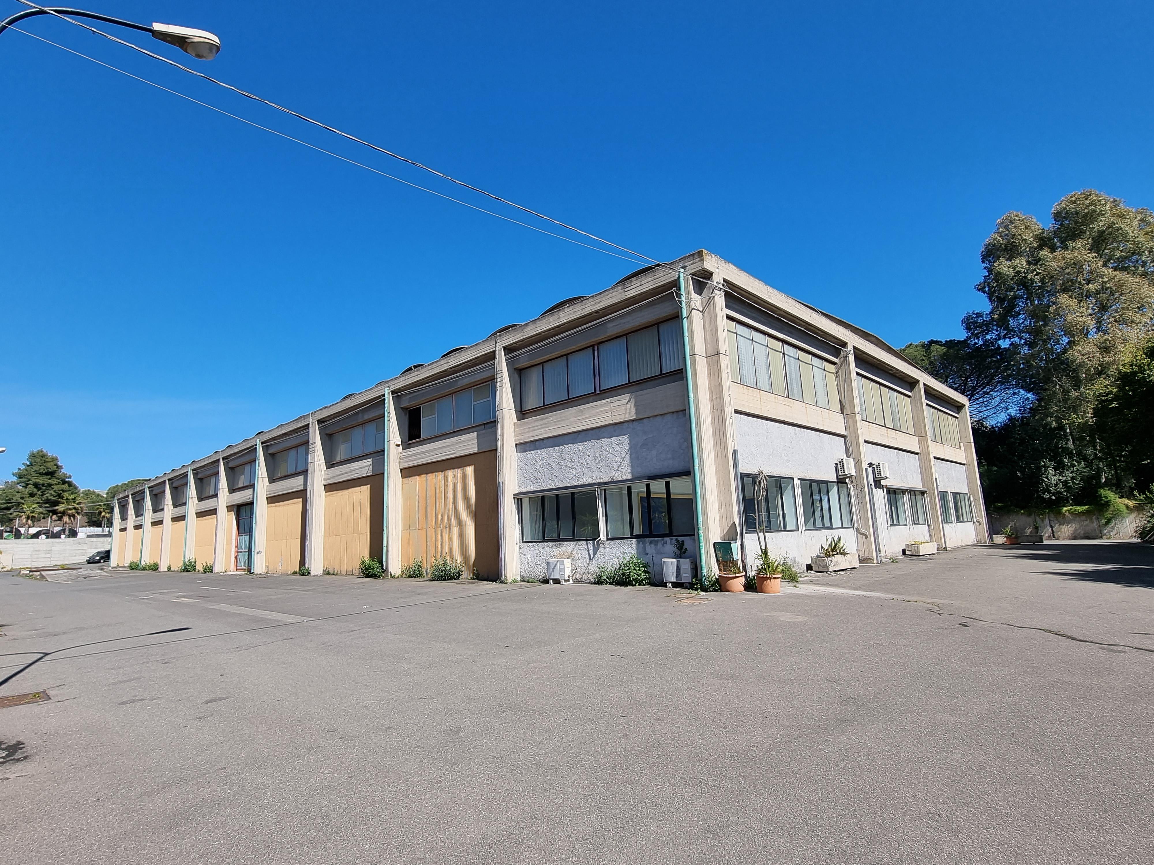 Capannone industriale di mq 1720 in vendita - foto 1