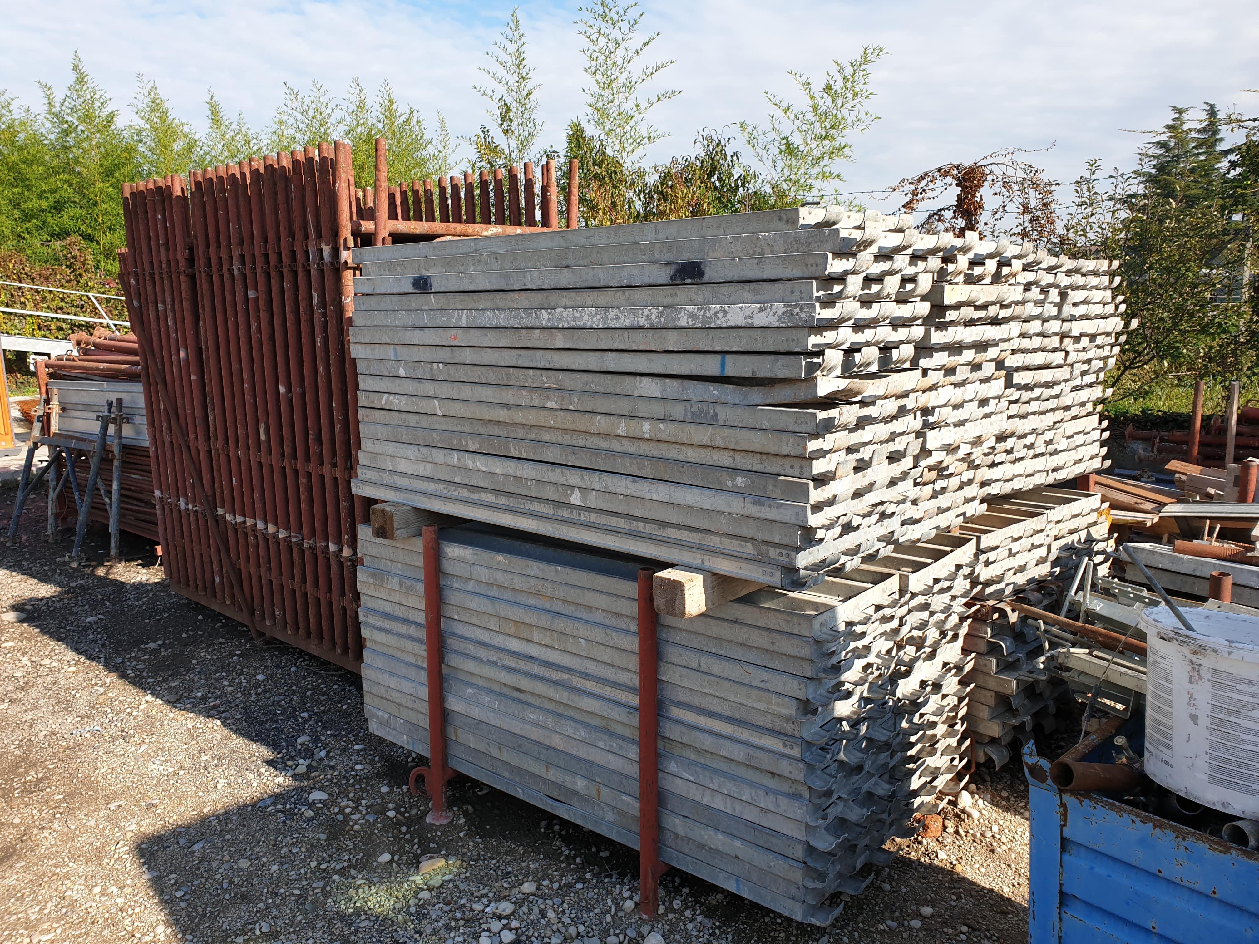 Varie edilizia in vendita