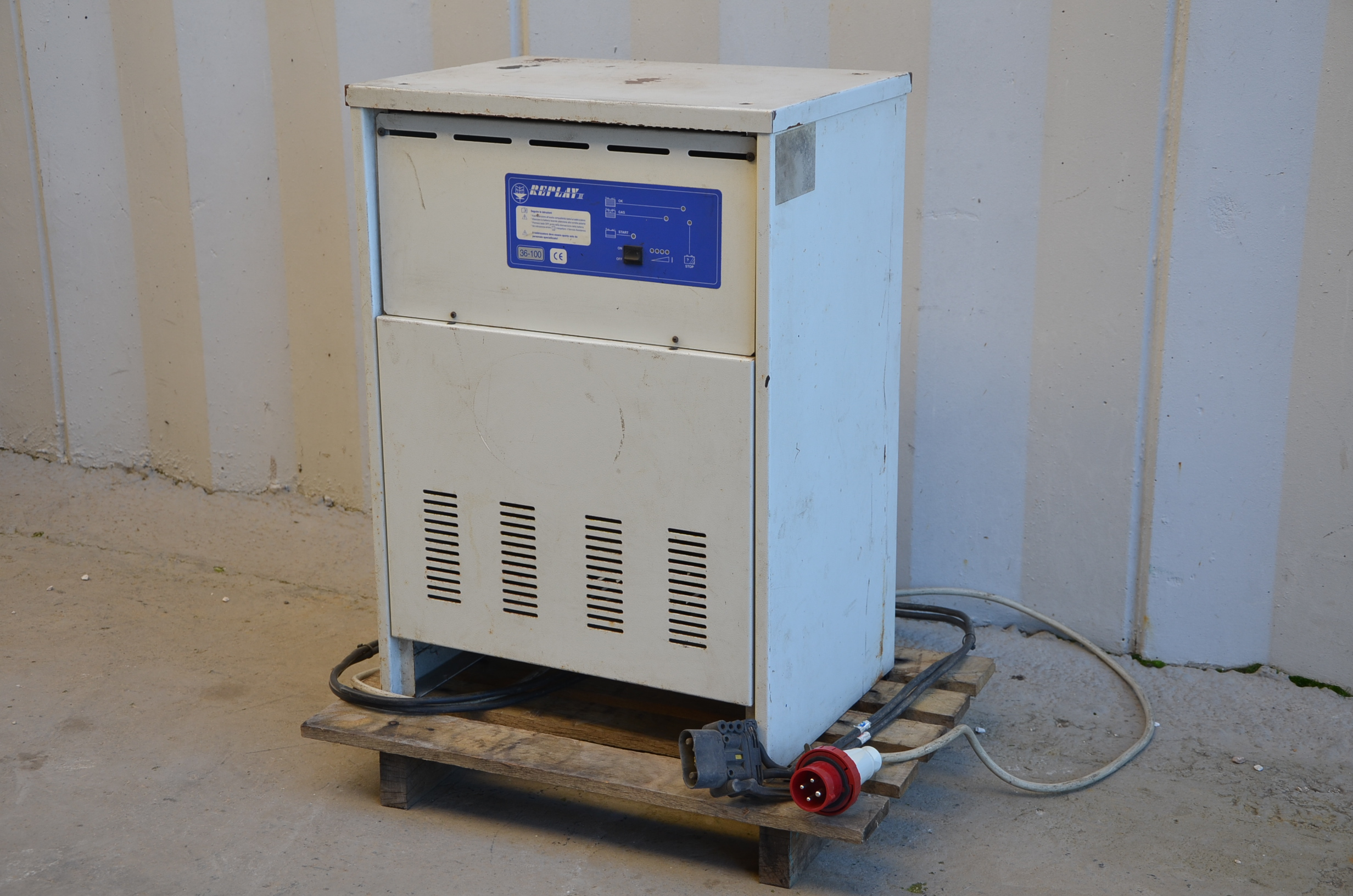 Caricabatterie muletto 36V - REPLAY III in vendita - foto 2