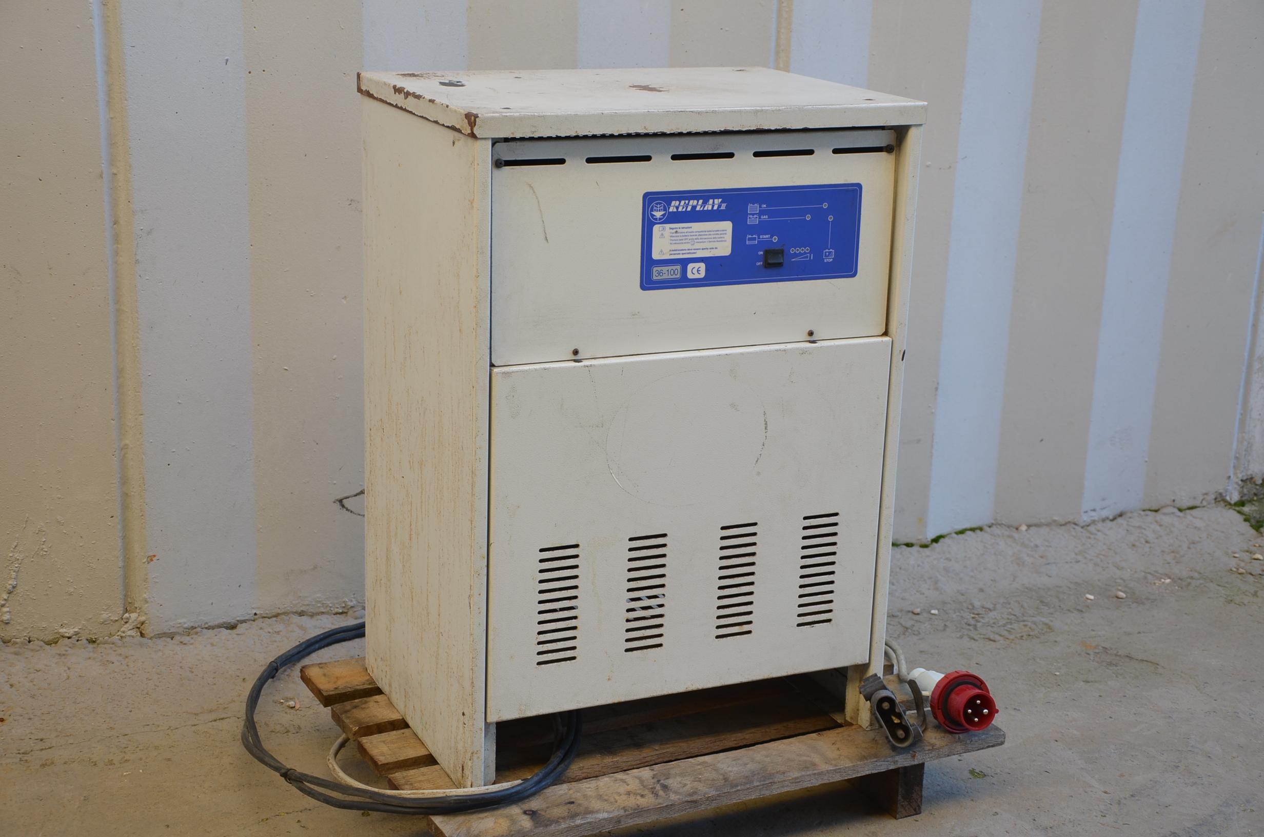 Caricabatterie muletto 36V - REPLAY III in vendita - foto 3