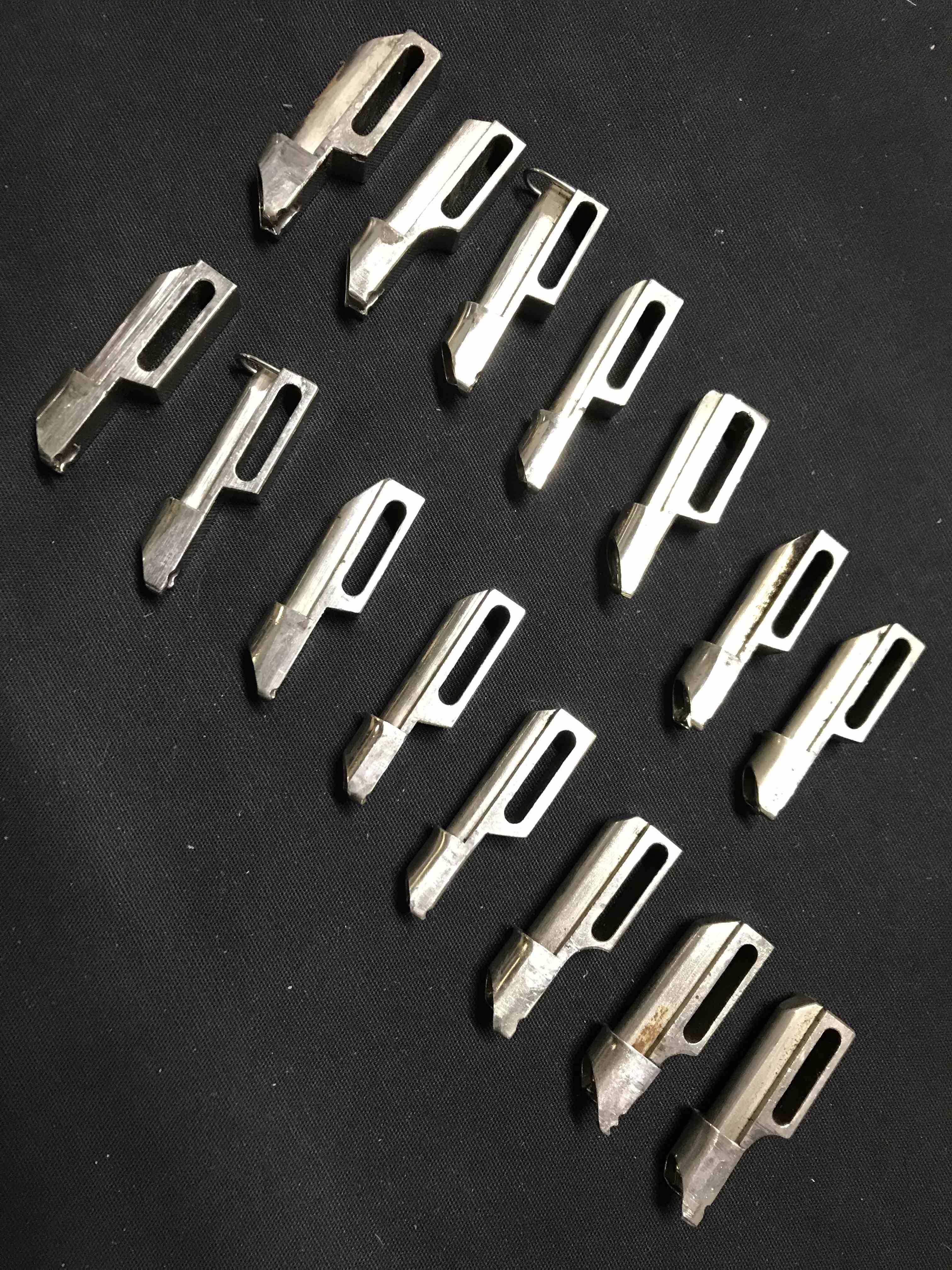 Kit piedini per bordatore ADLER/PFAFF in vendita - foto 1