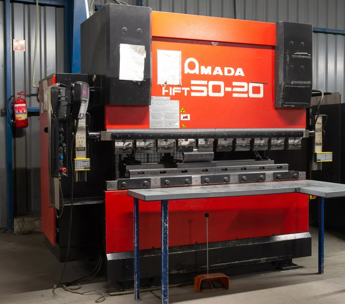 Pressa piegatrice CNC AMADA HFT 50-20 in vendita - foto 1