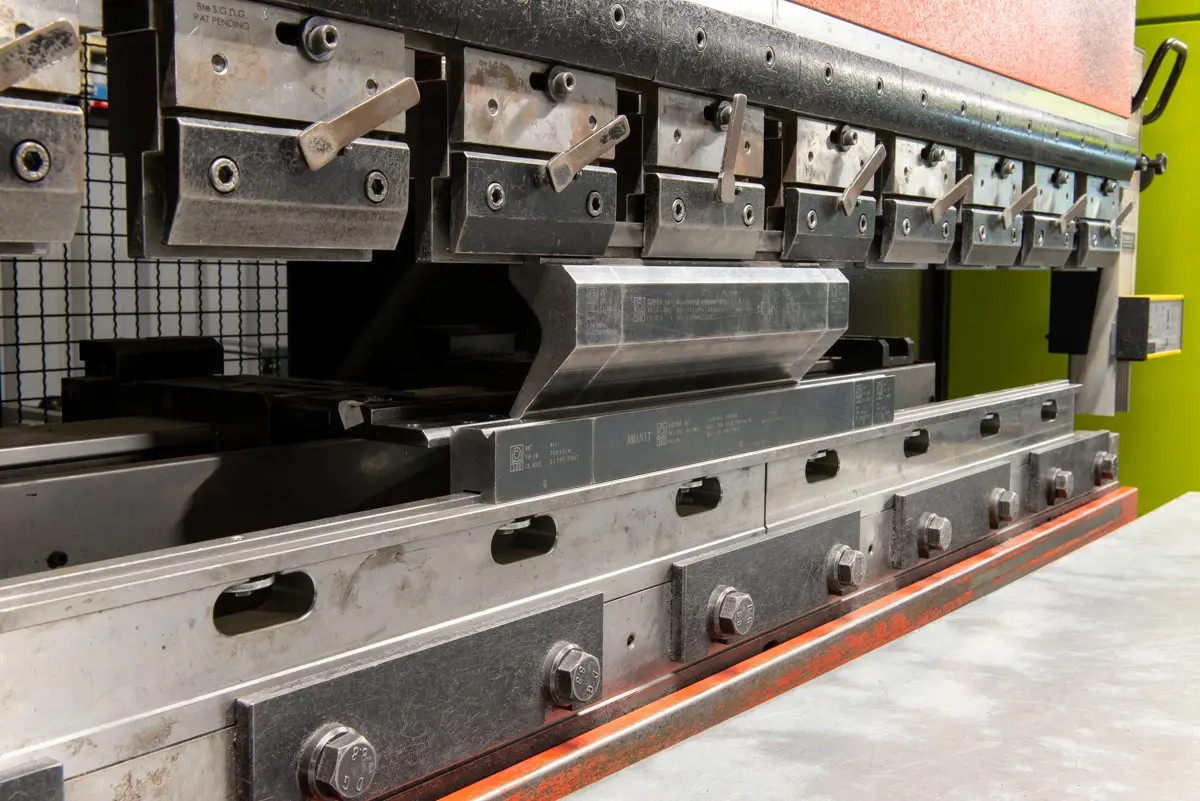 Pressa piegatrice CNC AMADA HFT 50-20 in vendita - foto 3