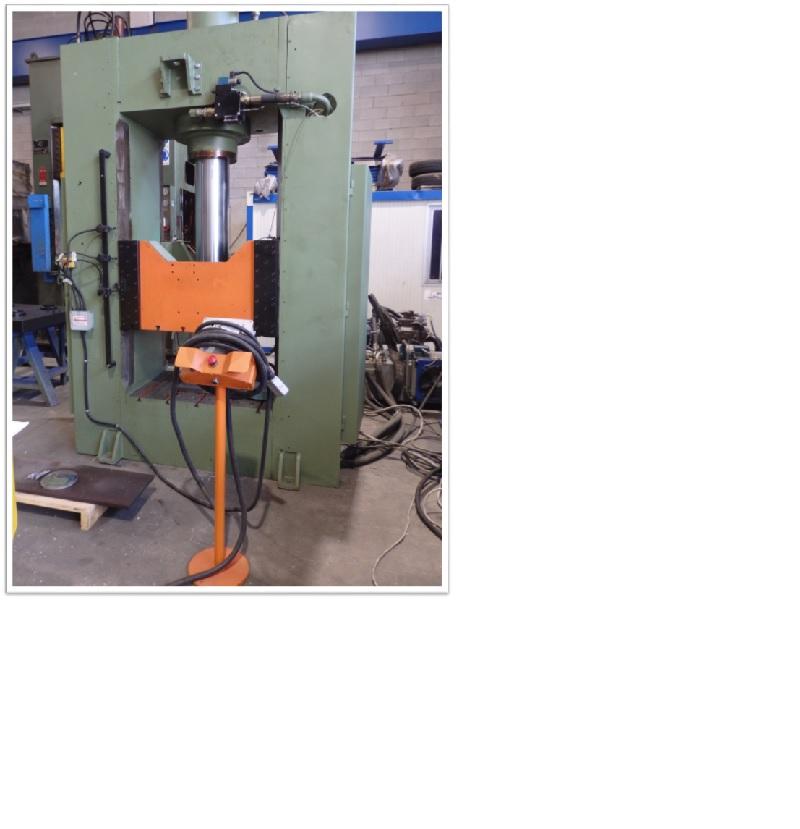 Pressa oleodinamica 200 TON  2 M USATA REVISIONATA in vendita - foto 1