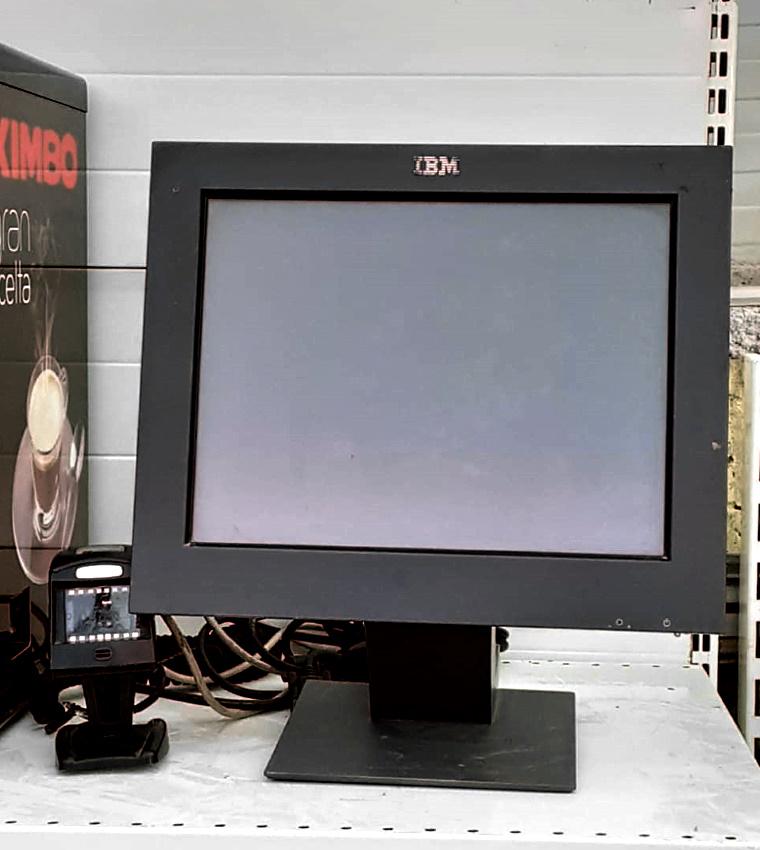 Monitor IBM con lettore codici a barre in vendita - foto 1