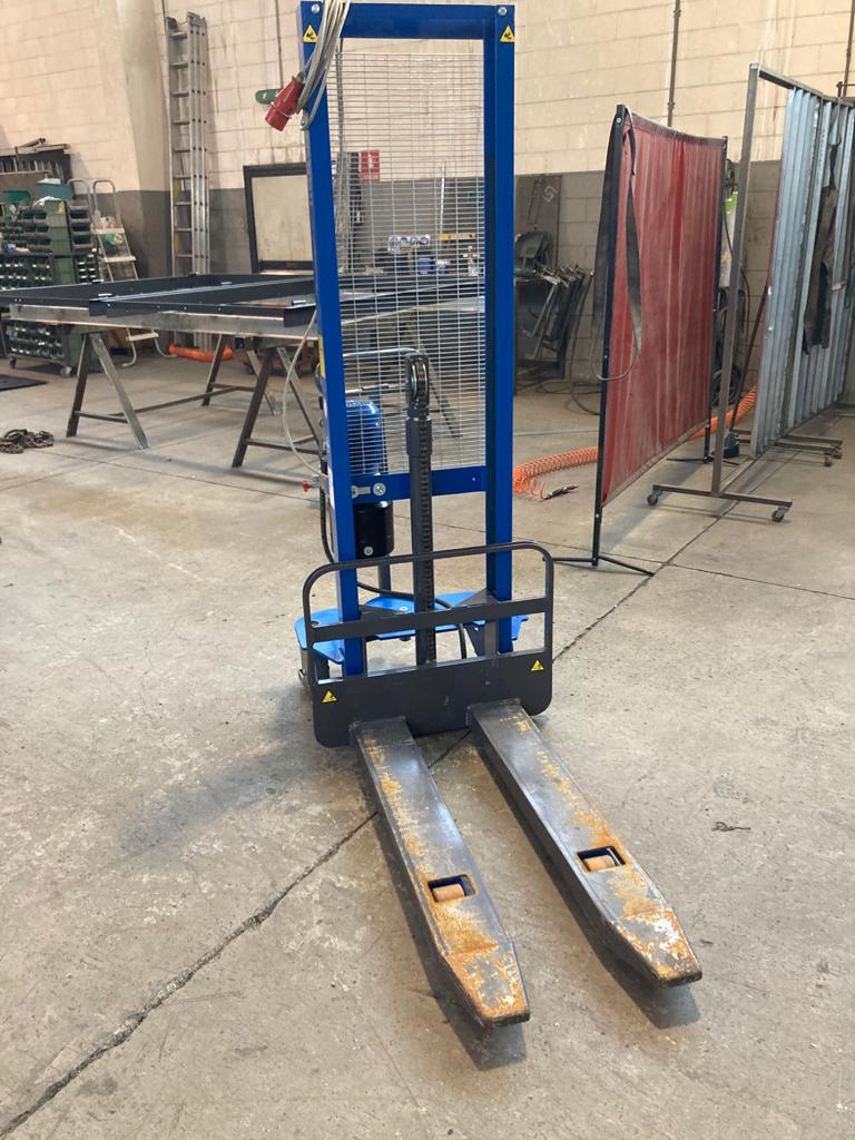 Carrello elevatore elettrico Armanni 1000 kg. in vendita - foto 2