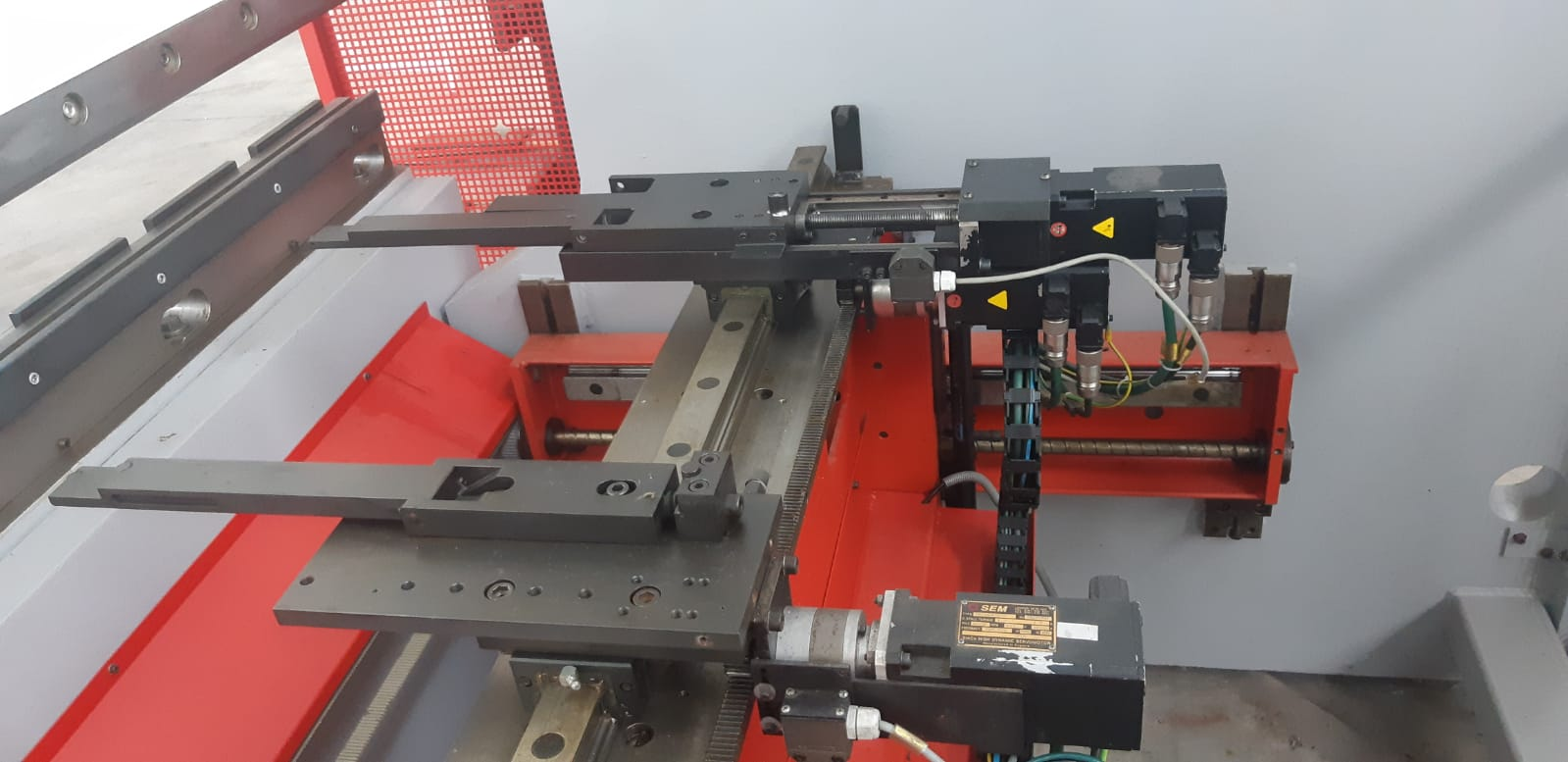 Piegatrice idraulica Beyeler Pr 10 3100 mm x 150 ton in vendita - foto 2