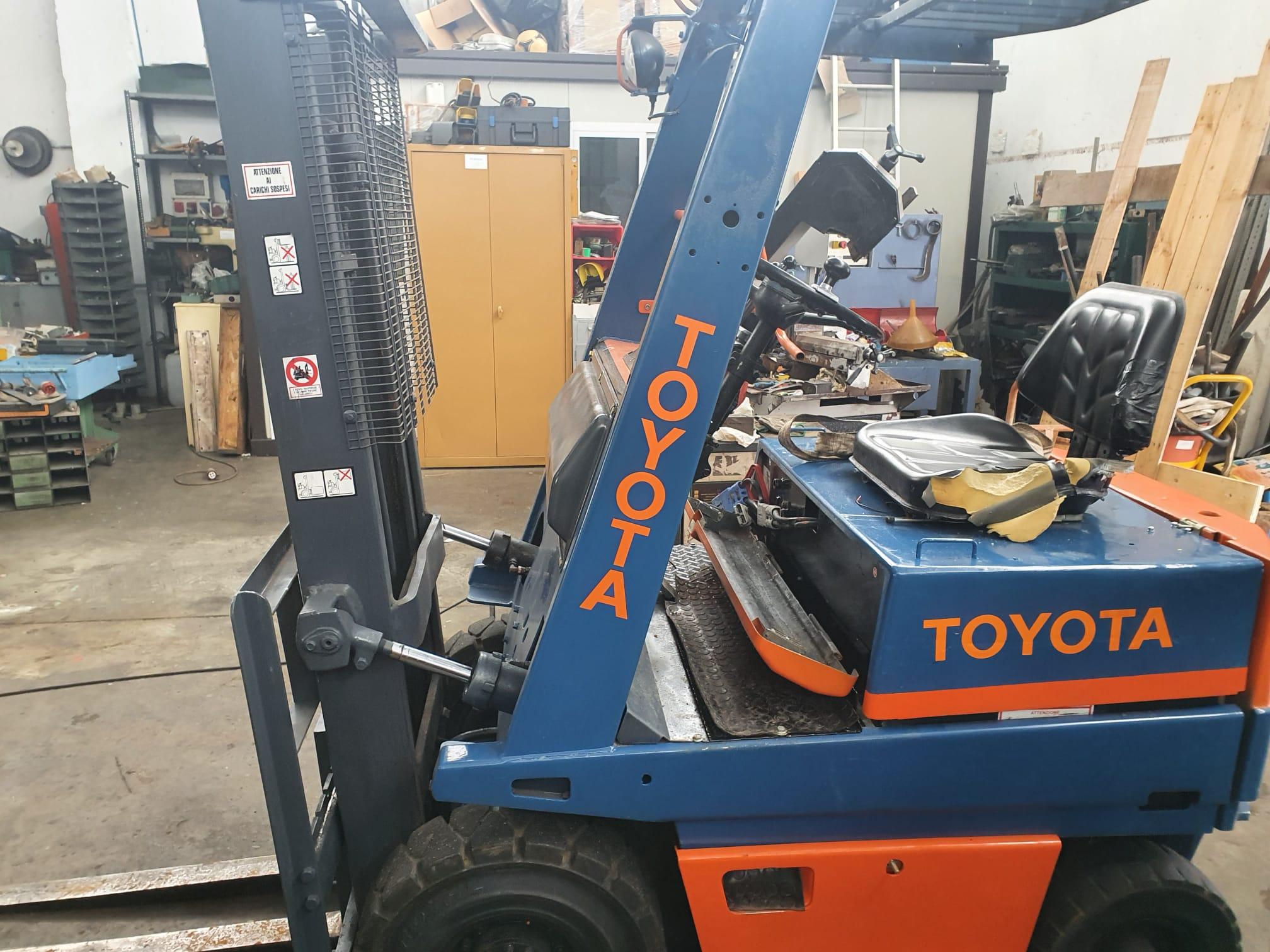Carrello elevatore elettrico marca Toyota modello 6FB15 in vendita - foto 2