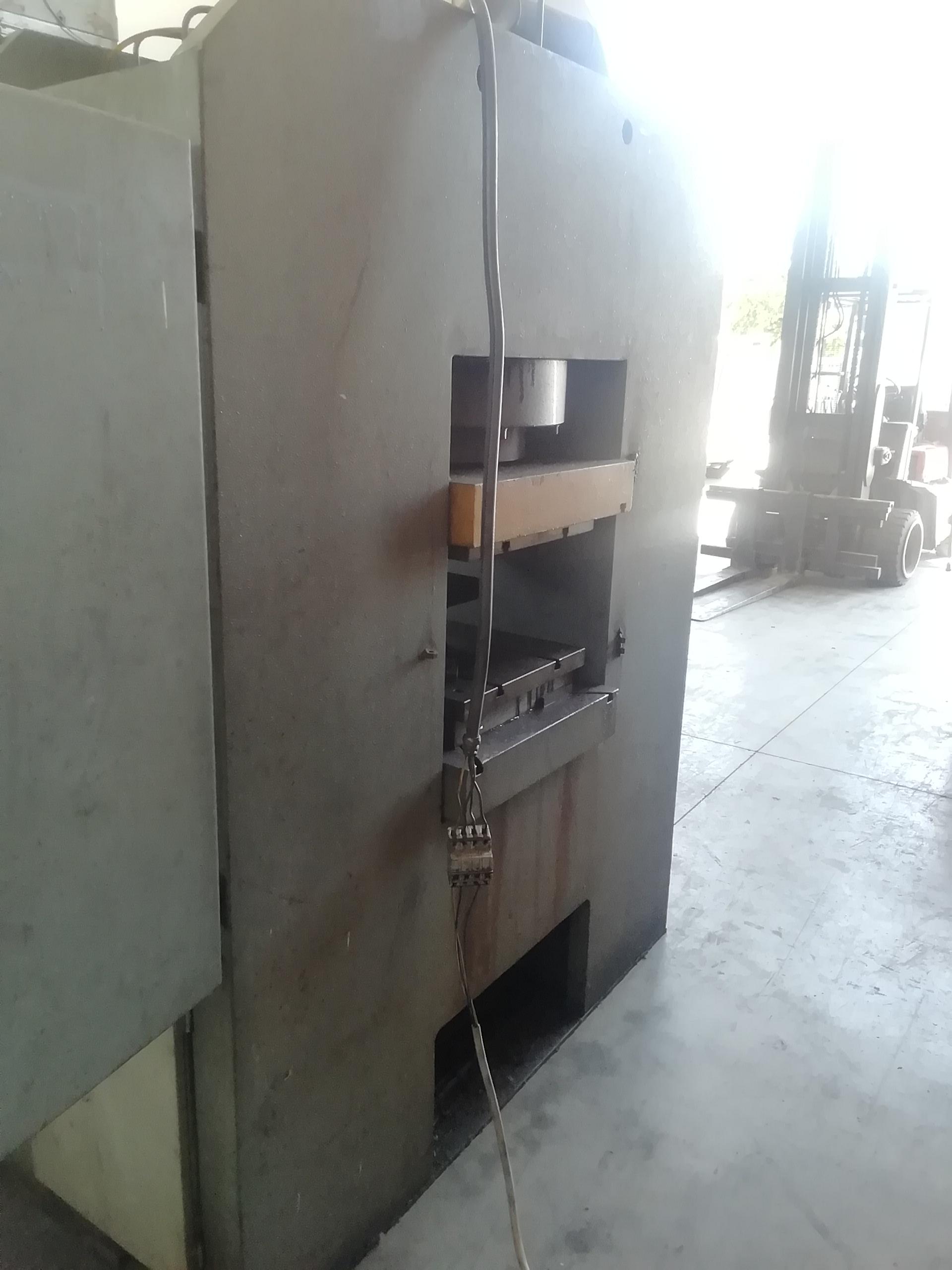 Pressa idraulica Cofluid 600 ton in vendita - foto 9