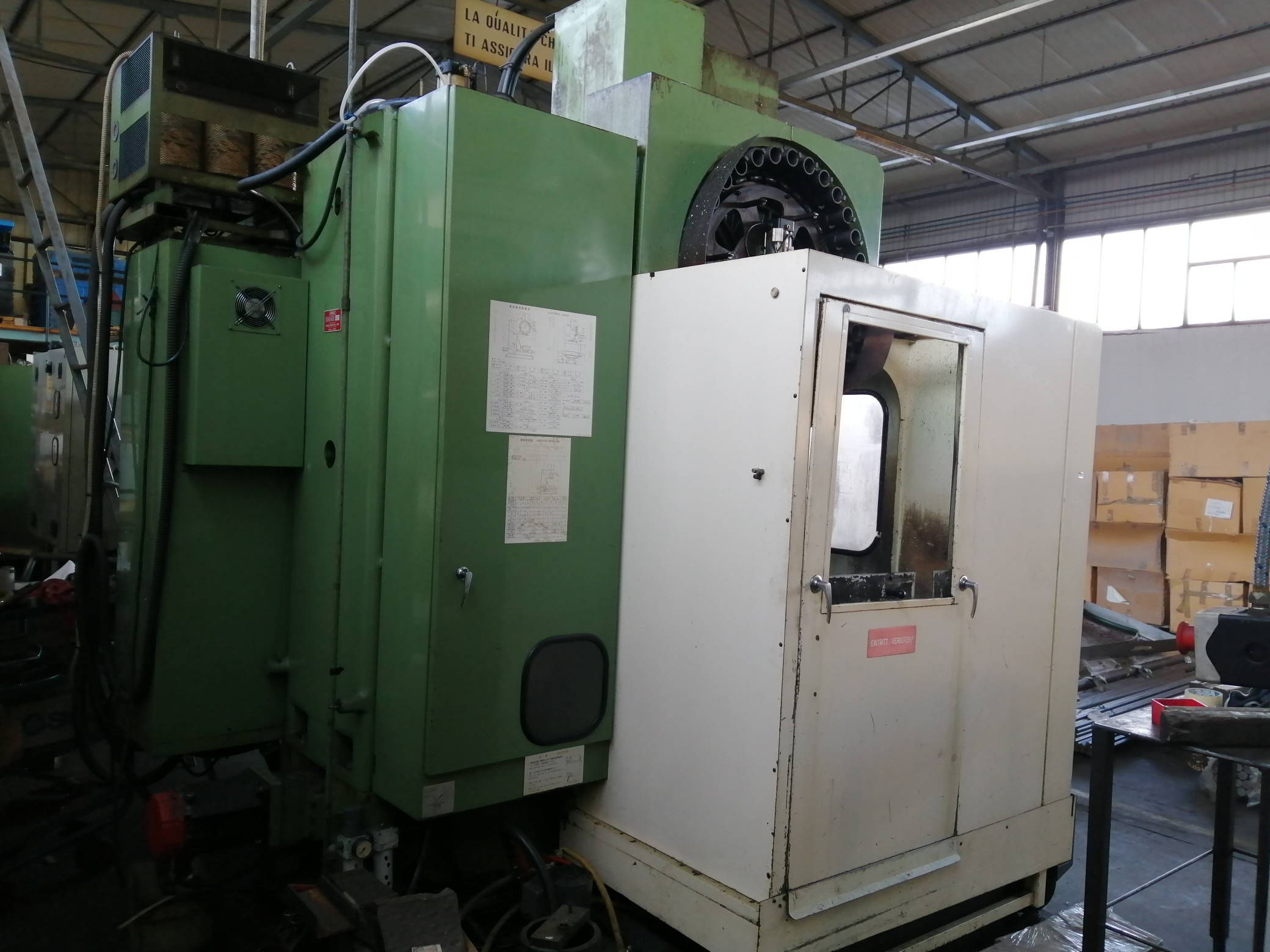 Centro di lavoro CNC Verticale Fresatrice Osaka Kiko in vendita - foto 5