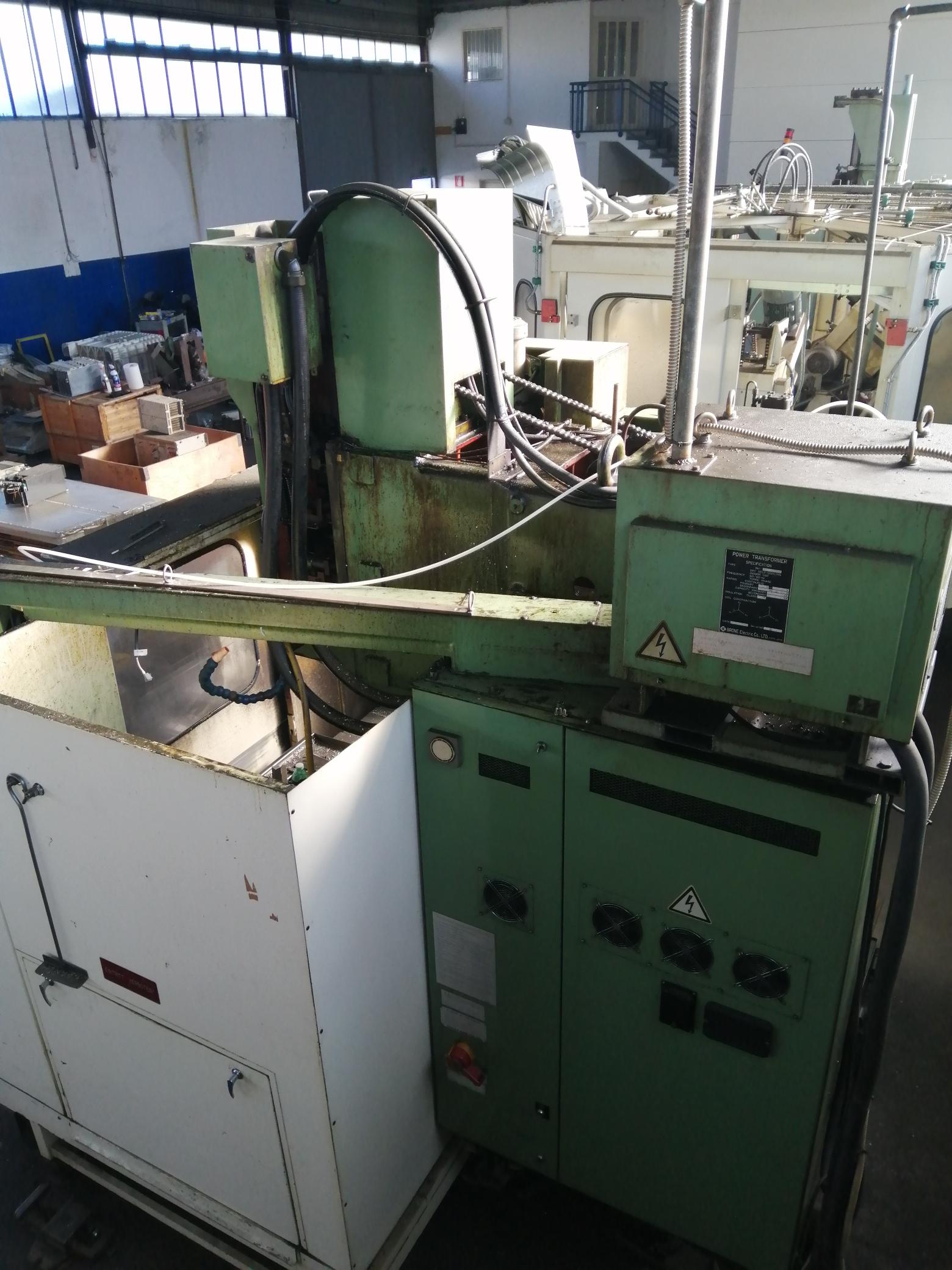 Centro di lavoro CNC Verticale Fresatrice Osaka Kiko in vendita - foto 9