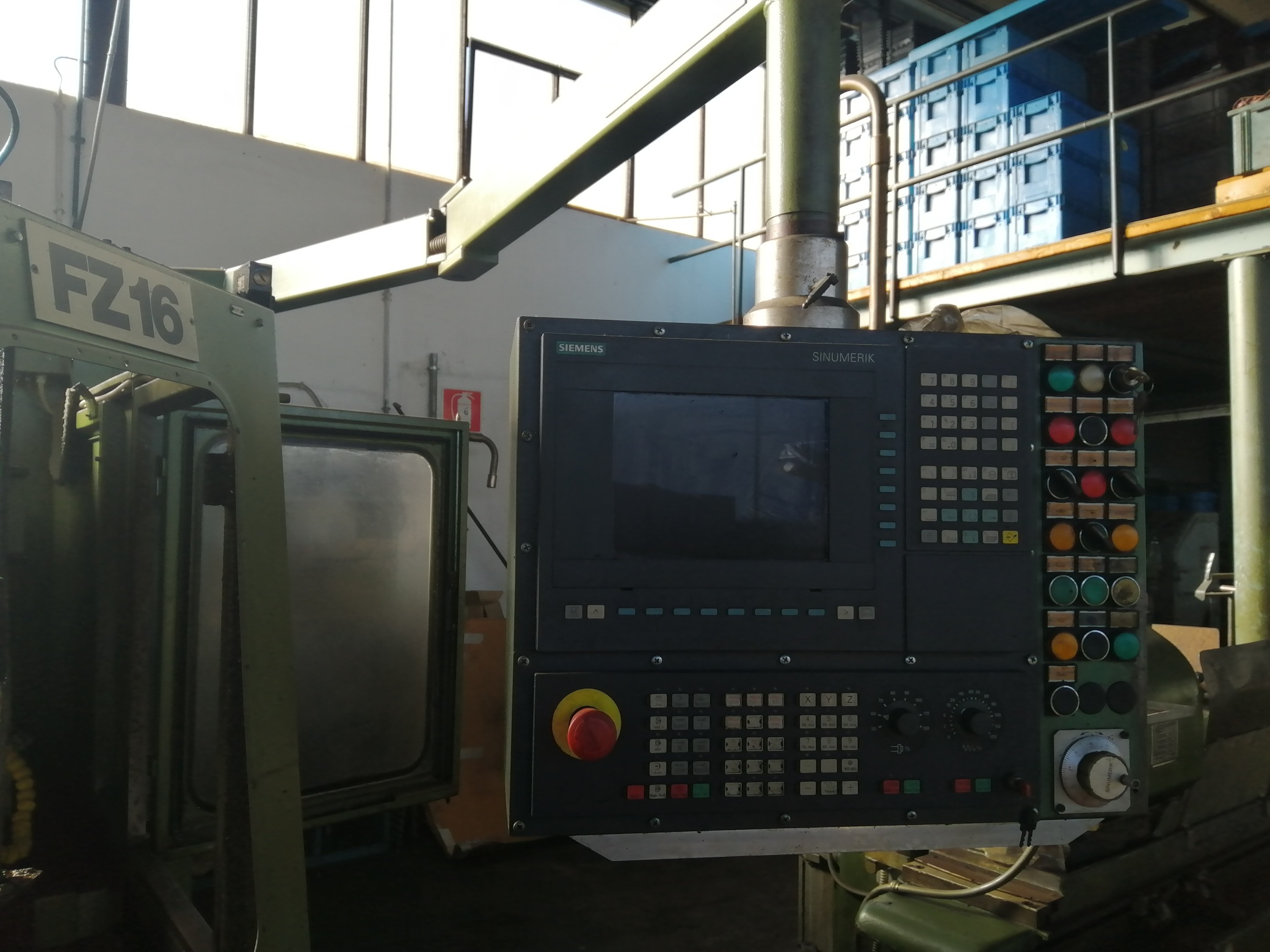 Macchina Industriale CHIRON FZ16 NC con Sinumerik 810D in vendita - foto 3