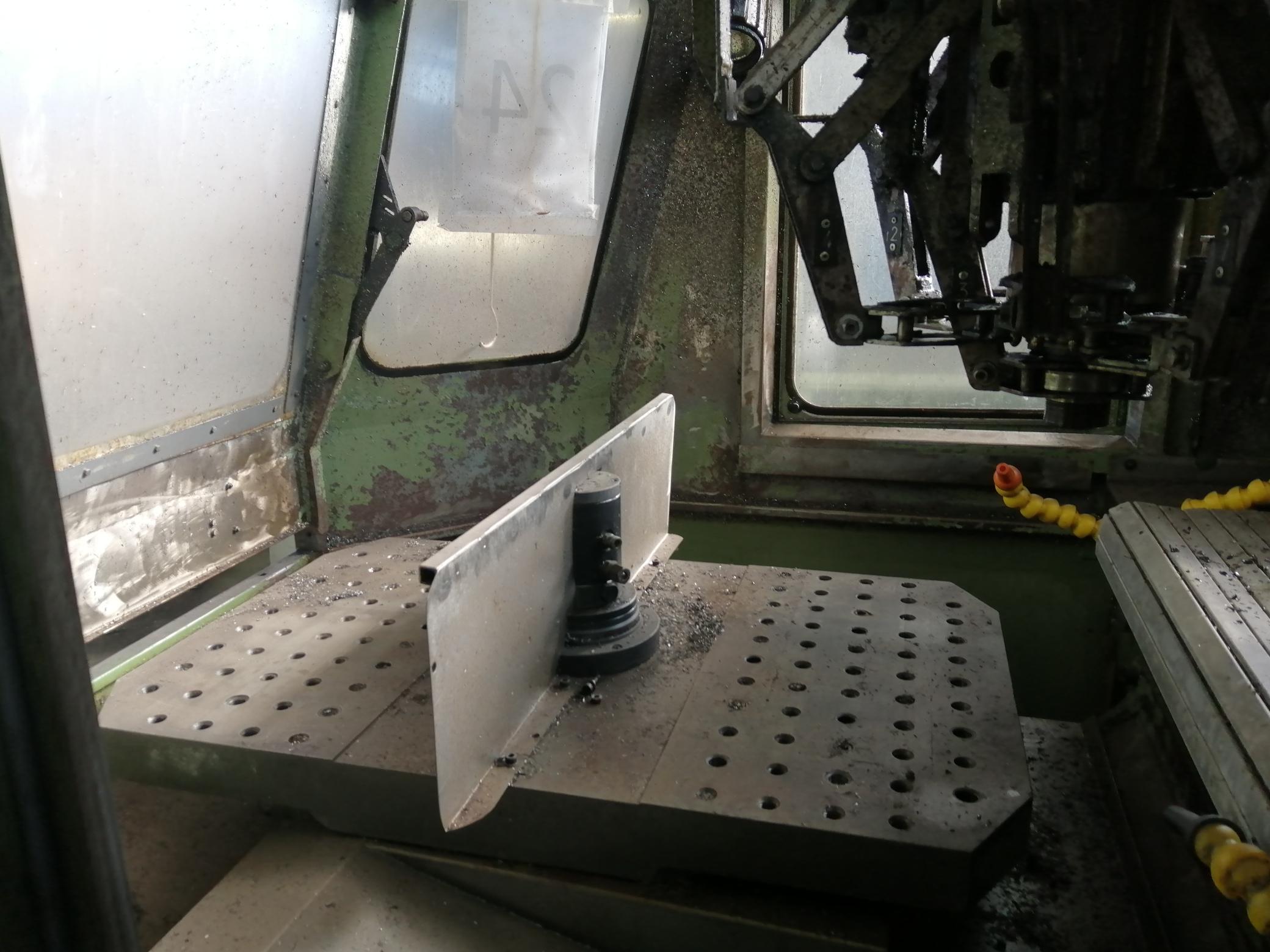 Macchina Industriale CHIRON FZ16 NC con Sinumerik 810D in vendita - foto 4