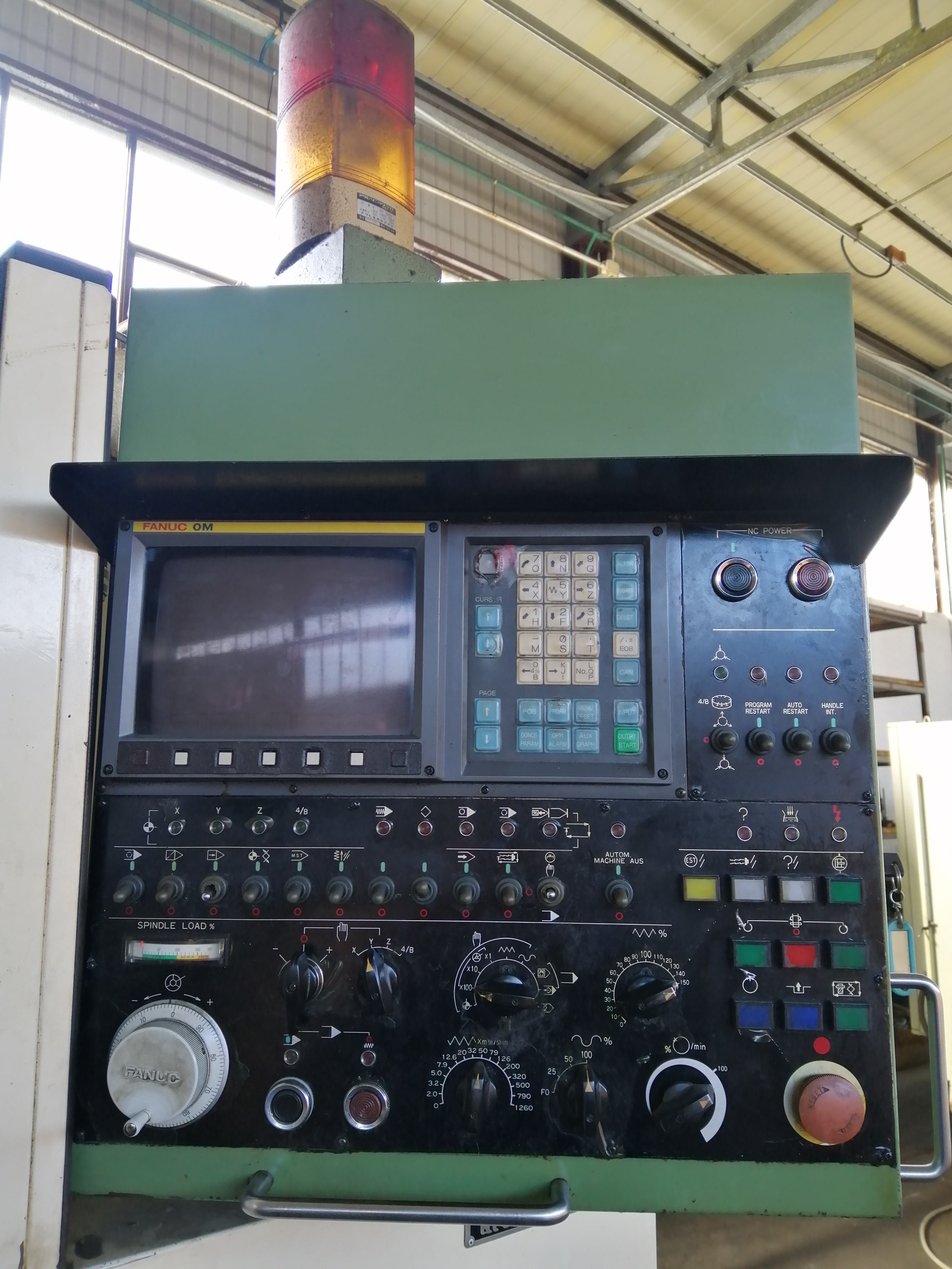 Centro di lavoro CNC Verticale Fresatrice Osaka Kiko in vendita - foto 6
