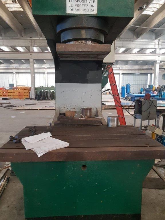 Pressa oleodinamica Gigant 200T/1500 usata in vendita - foto 4