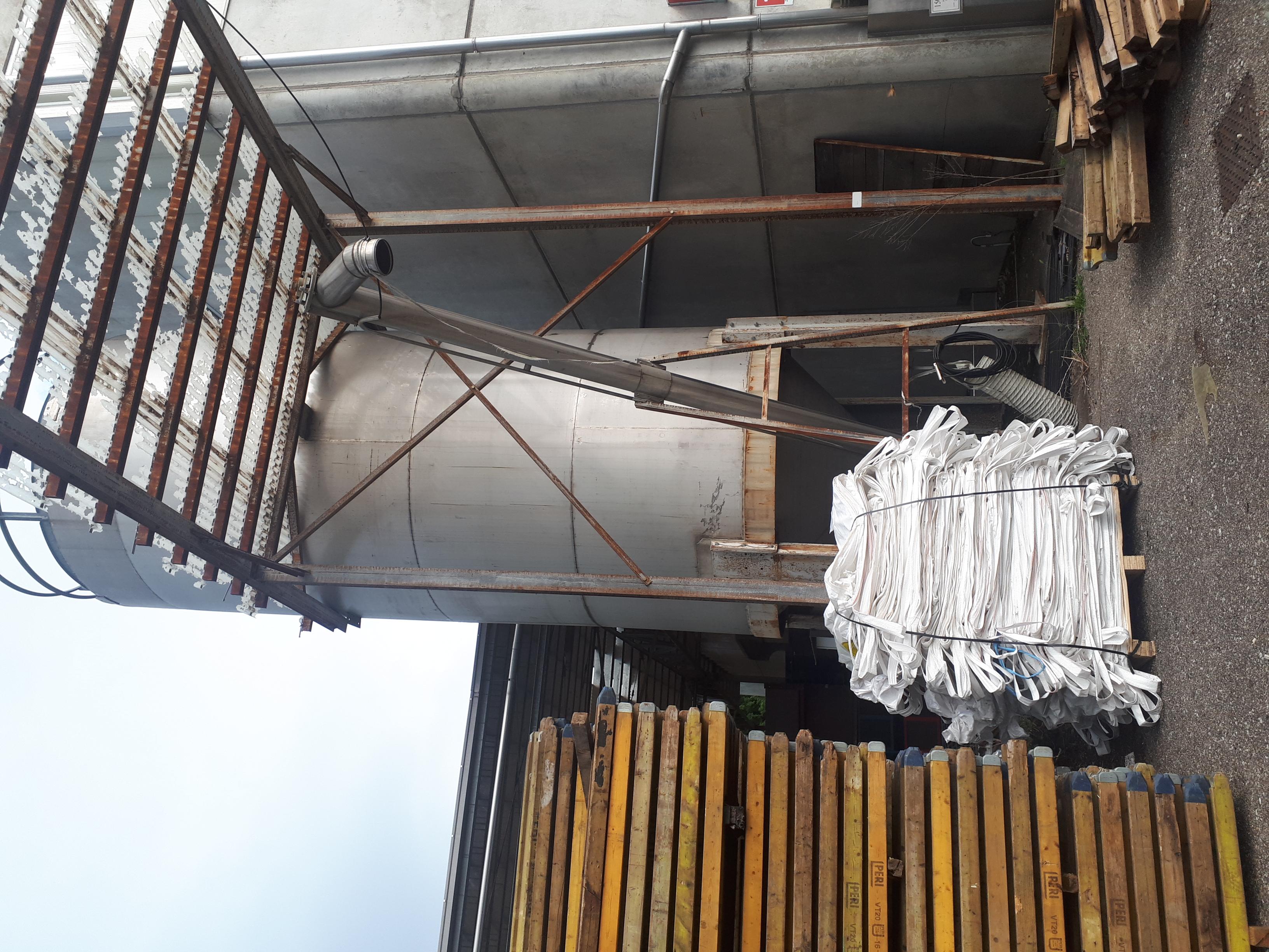 silos di stoccaggio in acciaio  inox lt. 2500 in vendita - foto 1