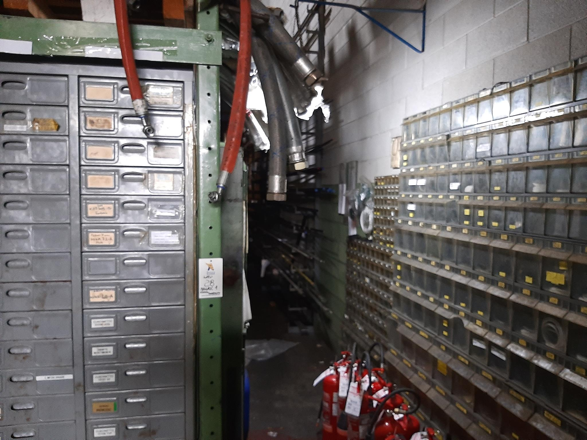 Magazzino componenti meccanici e oleodinamici in vendita - foto 2