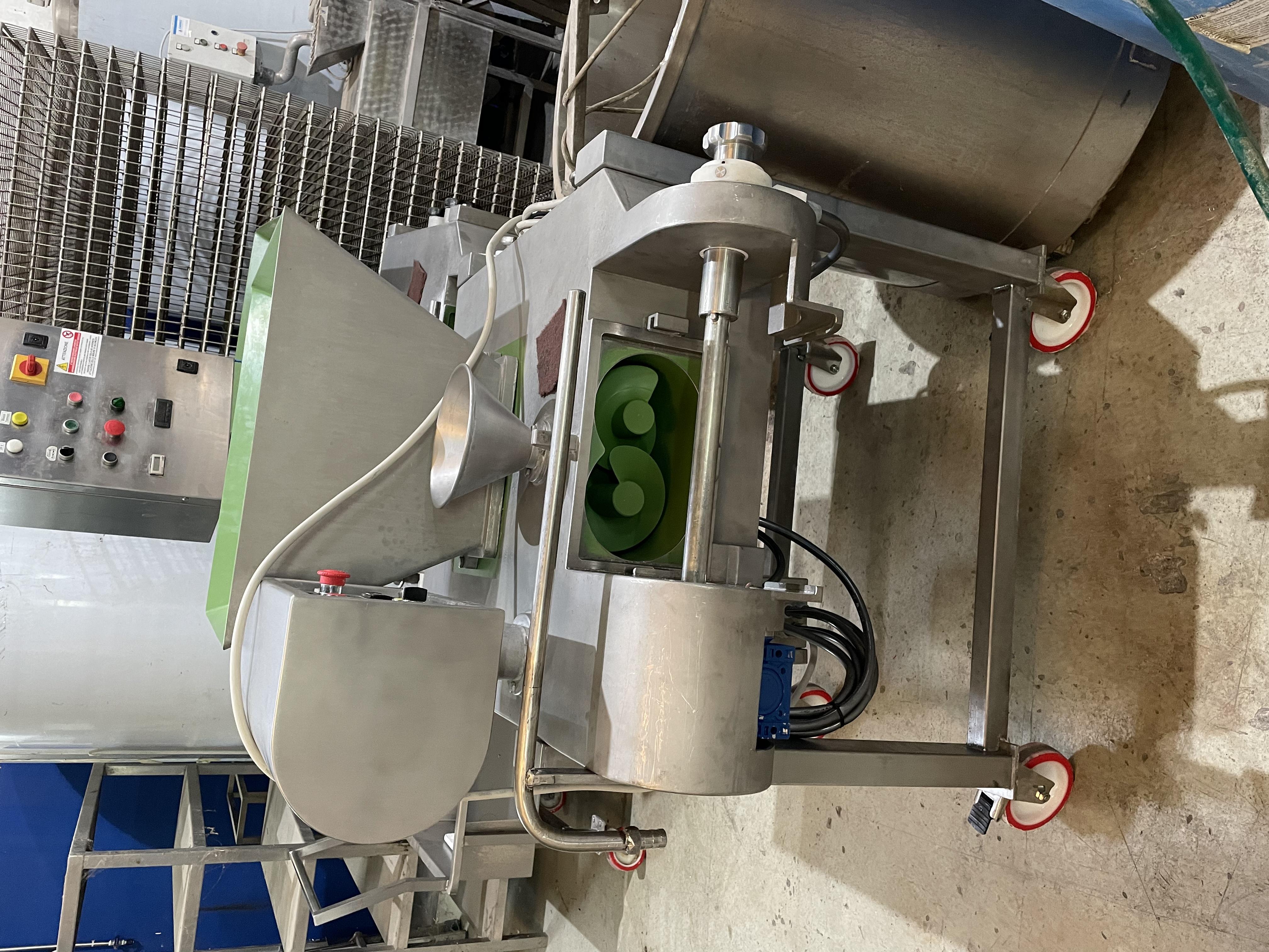 Lavorazione latte e formaggi in vendita